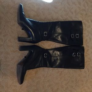 Woman's size 61/2 boots